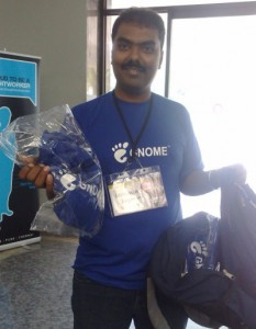 Srini giving away GNOMEy T-Shirts